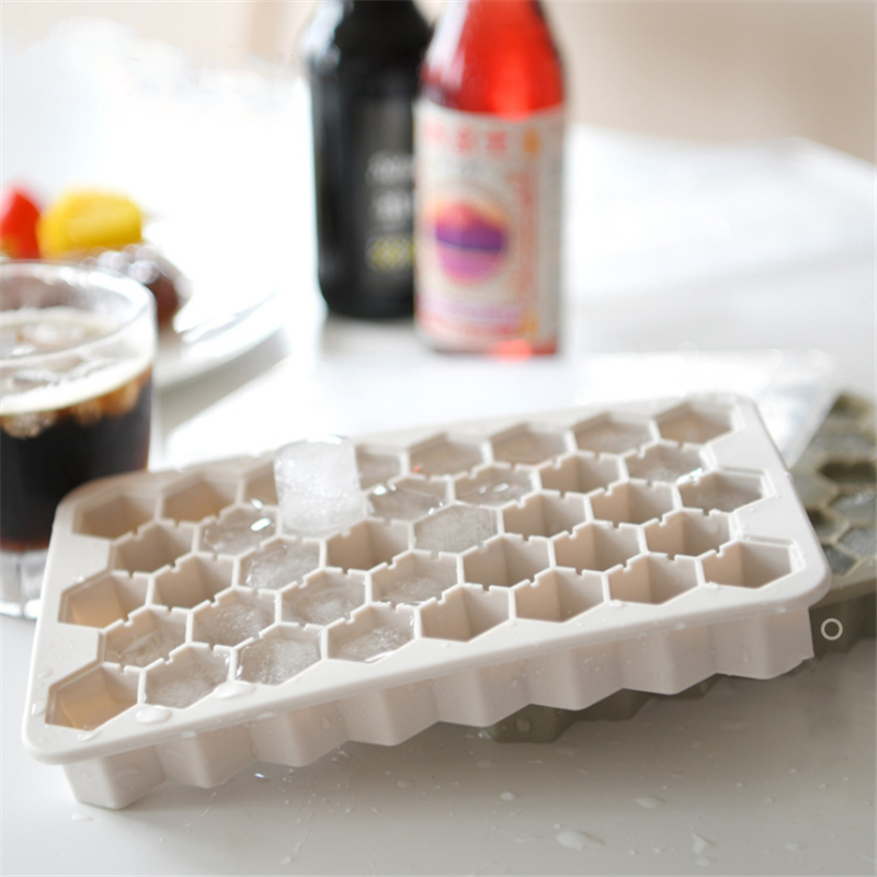 3D Diamonds Silicone Ice Cube Trays, Diamond Shape Ice Cube TrayHot Sale Summer Promotion Gift 37 Cavities Small Honeycomb Silicone Rhombus Ice Cube Tray with Lid